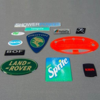 How to make your brand stand out with 3D badges and labels