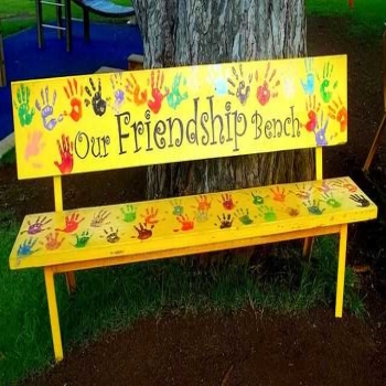 Features Benefits of Having an Outdoor Bench