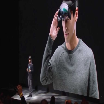 Microsoft HoloLens 2 - As big as 'Apple big'