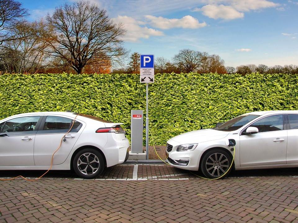 Don't Buy an Electric Car Until You Read This!