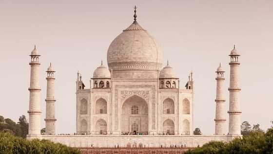 Explore The Most Relaxing And Wonderful Taj Mahal Tour From Delhi With Us