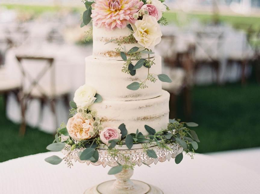 Make Your Wedding Extra Special with designer wedding cakes