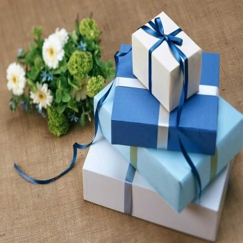 Fantastic Engagement Gift Ideas for a New Couple