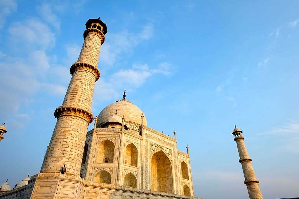 Stress out your mind with an awesome trip of Taj Mahal