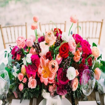 Making your own wedding flower arrangements