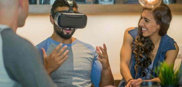 Impact of VR Application Development on Mobile Apps