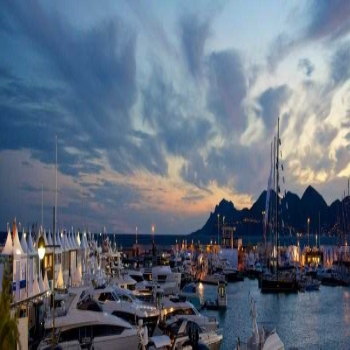 Welcome to Royal Yachts - the No.1 dealer for private yachts in Dubai
